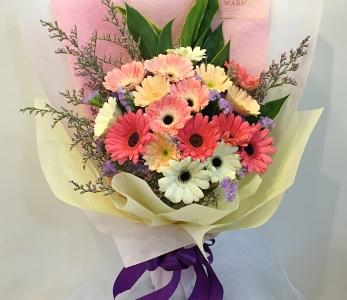 Hand bouquet 333