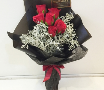 Hand Bouquet 257 – Jack Frost (Red)